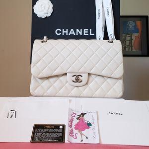 Chanel classic jumbo pearly irridescent caviar bag